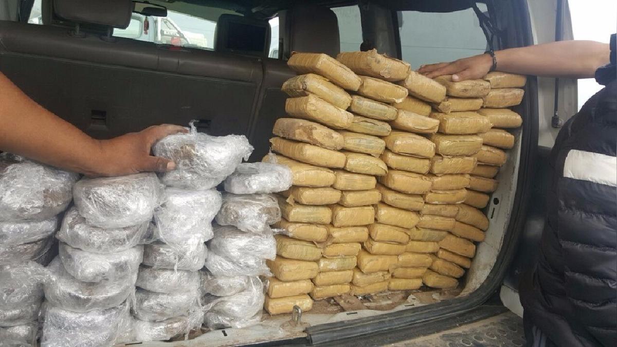 97 paquetes de droga fue hallada en camioneta intervenida en peaje de Atico.