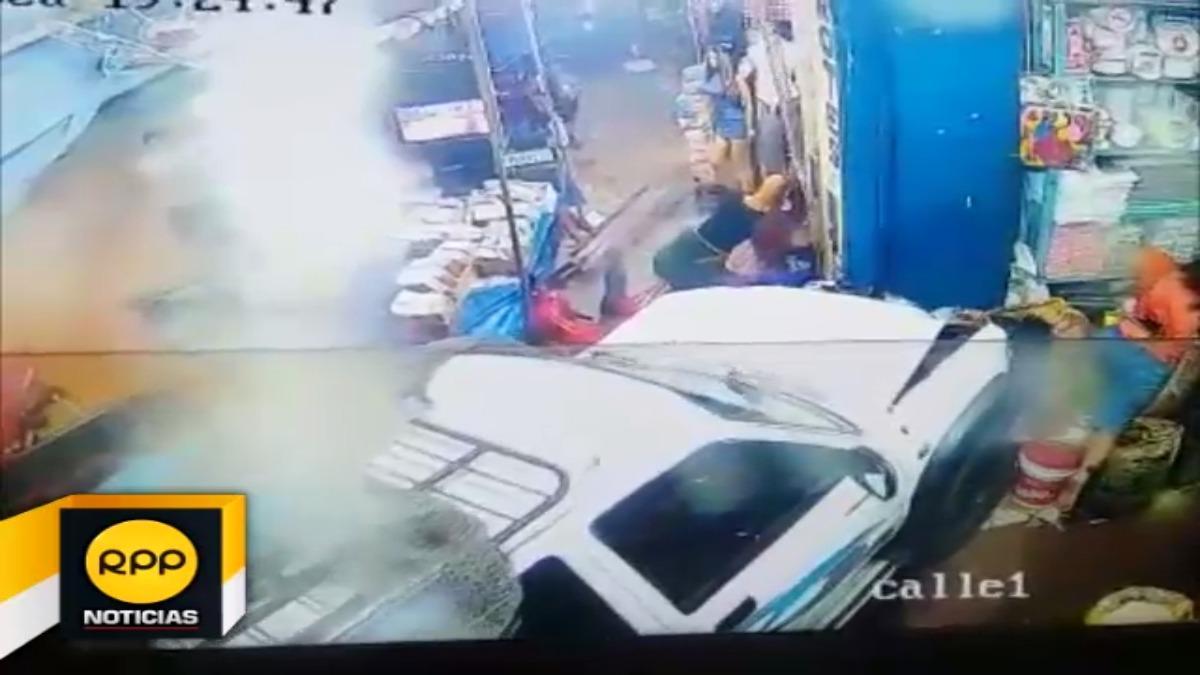 Uno de los ocupantes del vehículo tomó el control de la unidad ocasionando el accidente que dejó un herido grave.