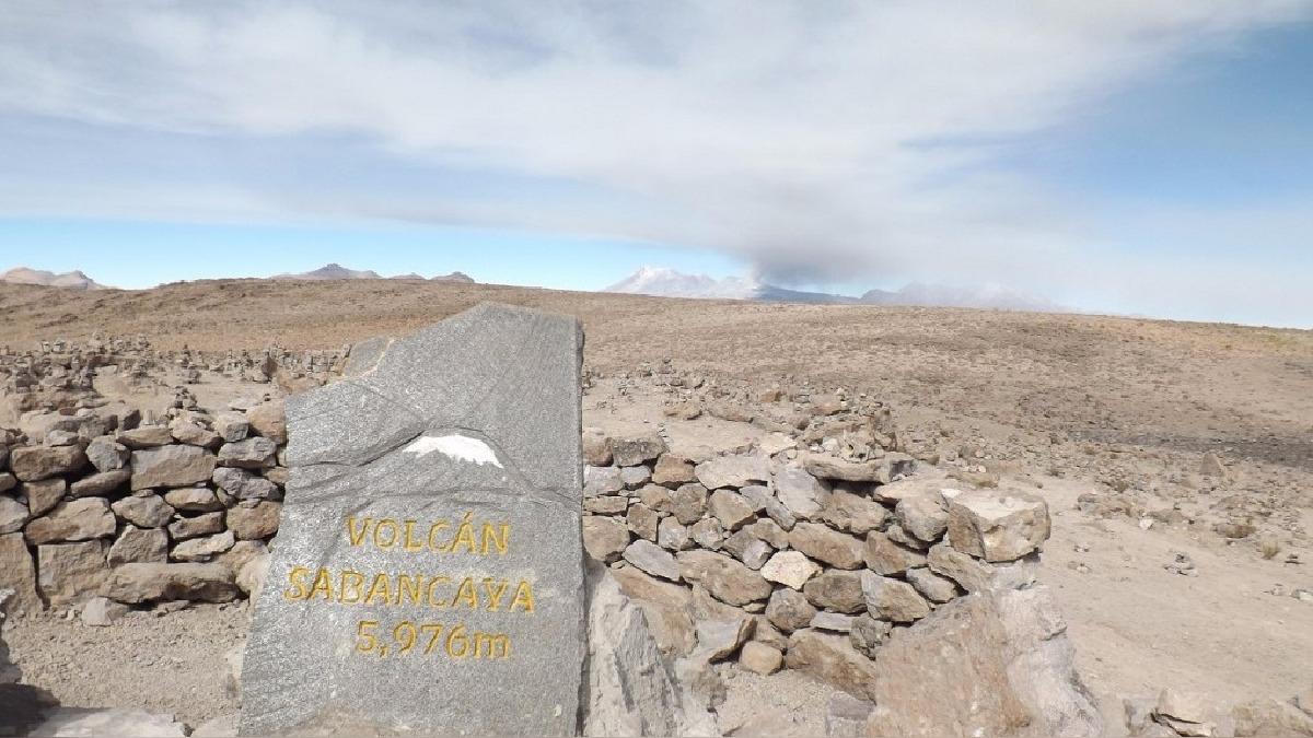 Las rocas expulsadas por el volcán llegan a pesar hasta 100 kilos.