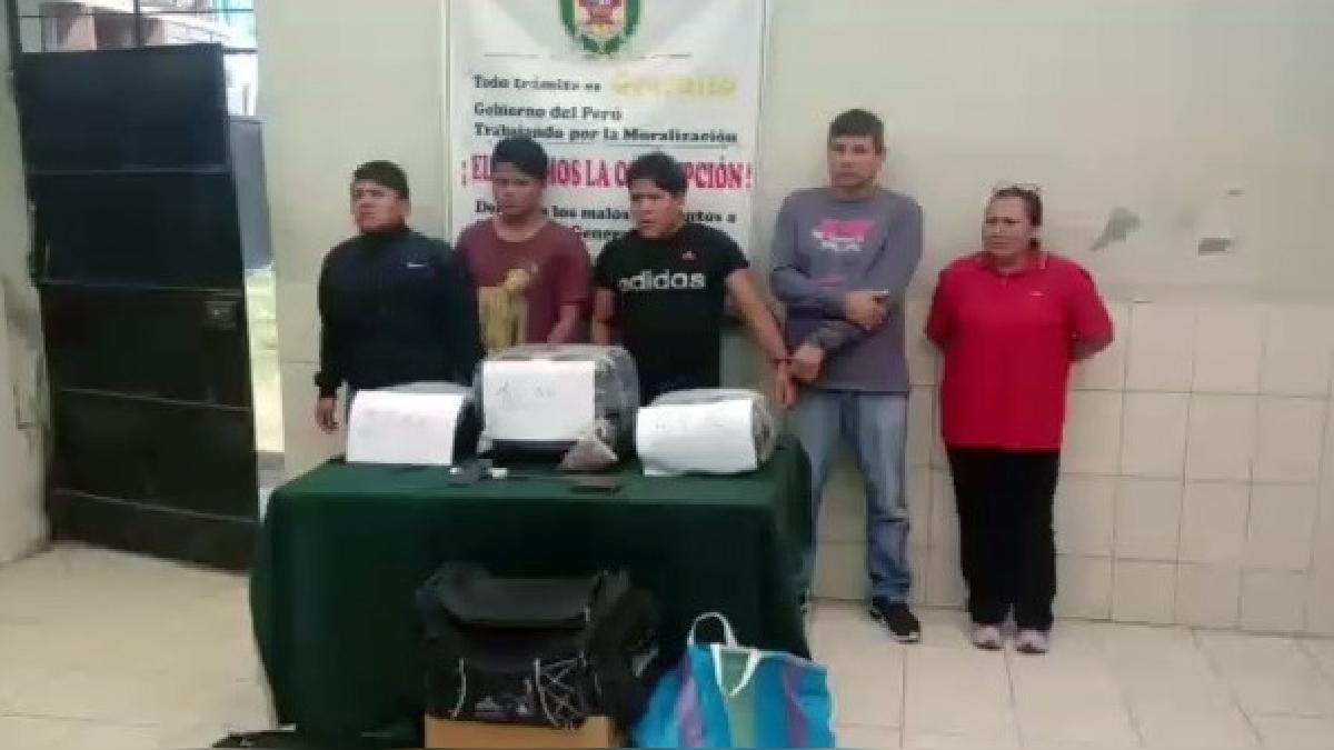Los intervenidos y la droga fueron puestos a disposición de las autoridades.