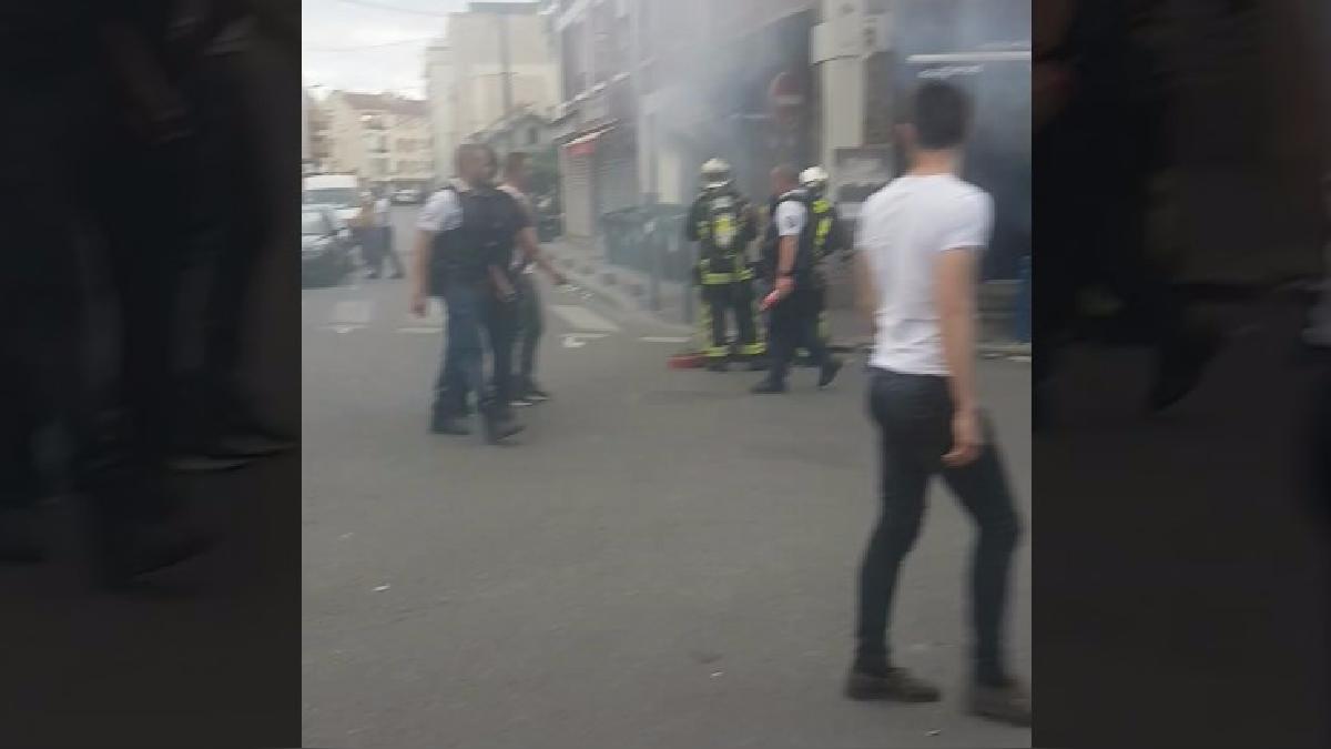 En este video publicado por un testigo se observa que las llamas consumen el local de comida.