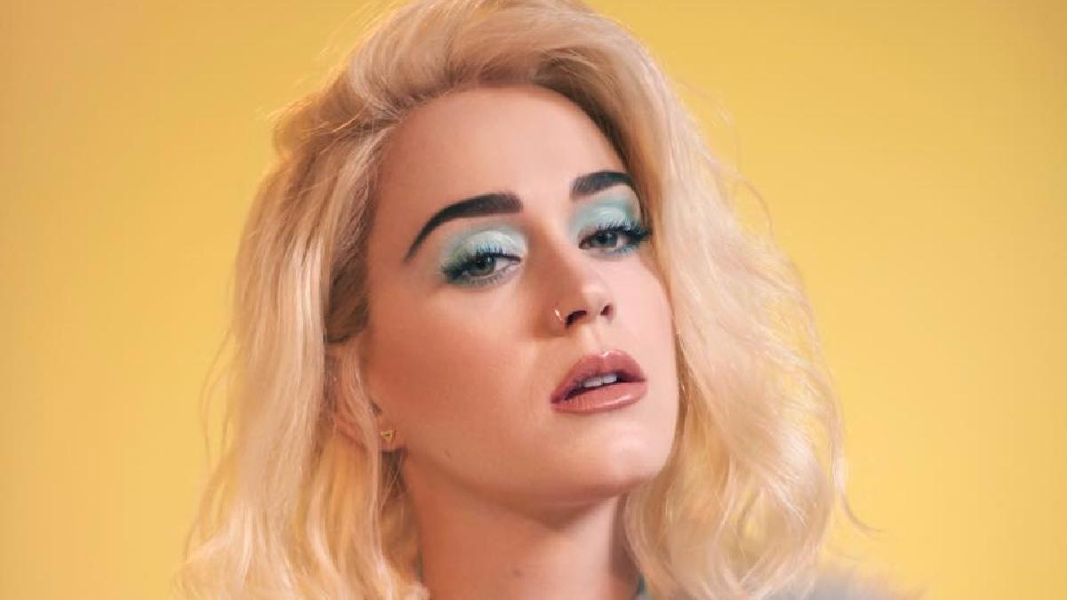 Katy Perry compartió su fin de semana durante una transmisión en directo a través de su canal de YouTube, titulada Witness World Wide.