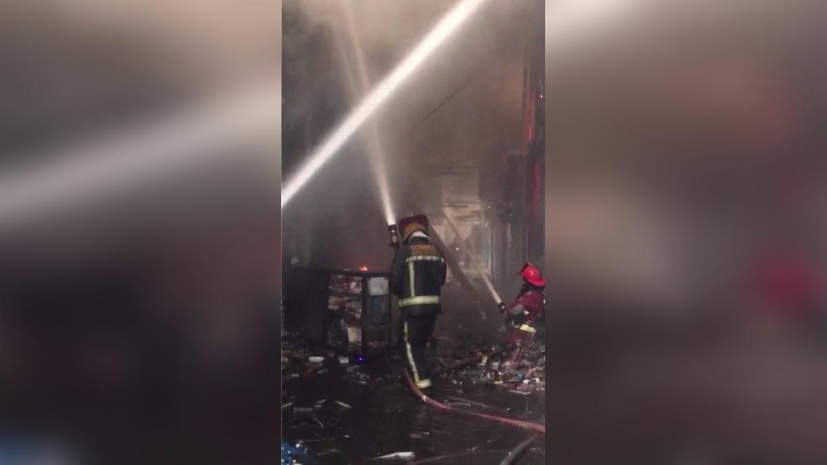 Los bomberos ya controlan el incendio en Mesa Redonda
