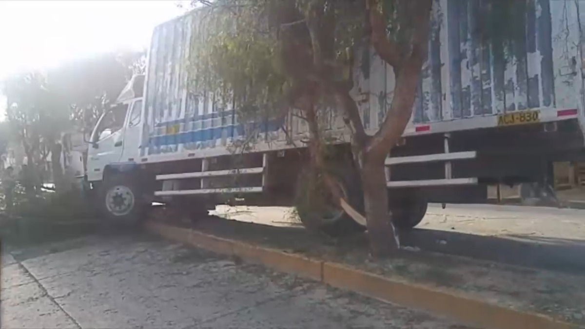 Vecinos amenazaron con colocar piedras para evitar el tránsito pesado por esta zona.