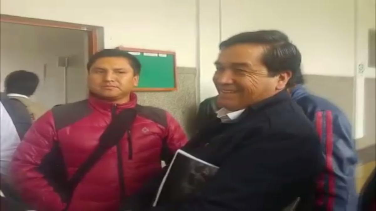 Benicio Ríos Ocsa se mostró sonriente cuando llegó al Palacio de justicia de Cusco.
