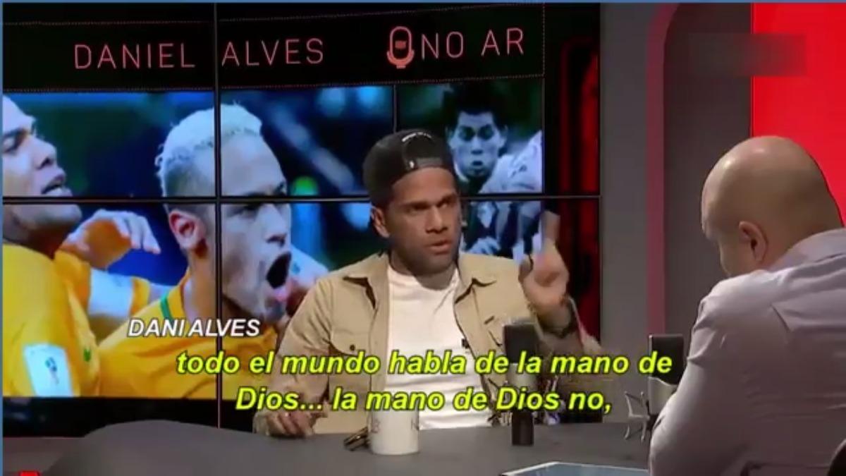 Dani Alves mostró su postura sobre la comparación entre Lionel Messi y Diego Maradona.