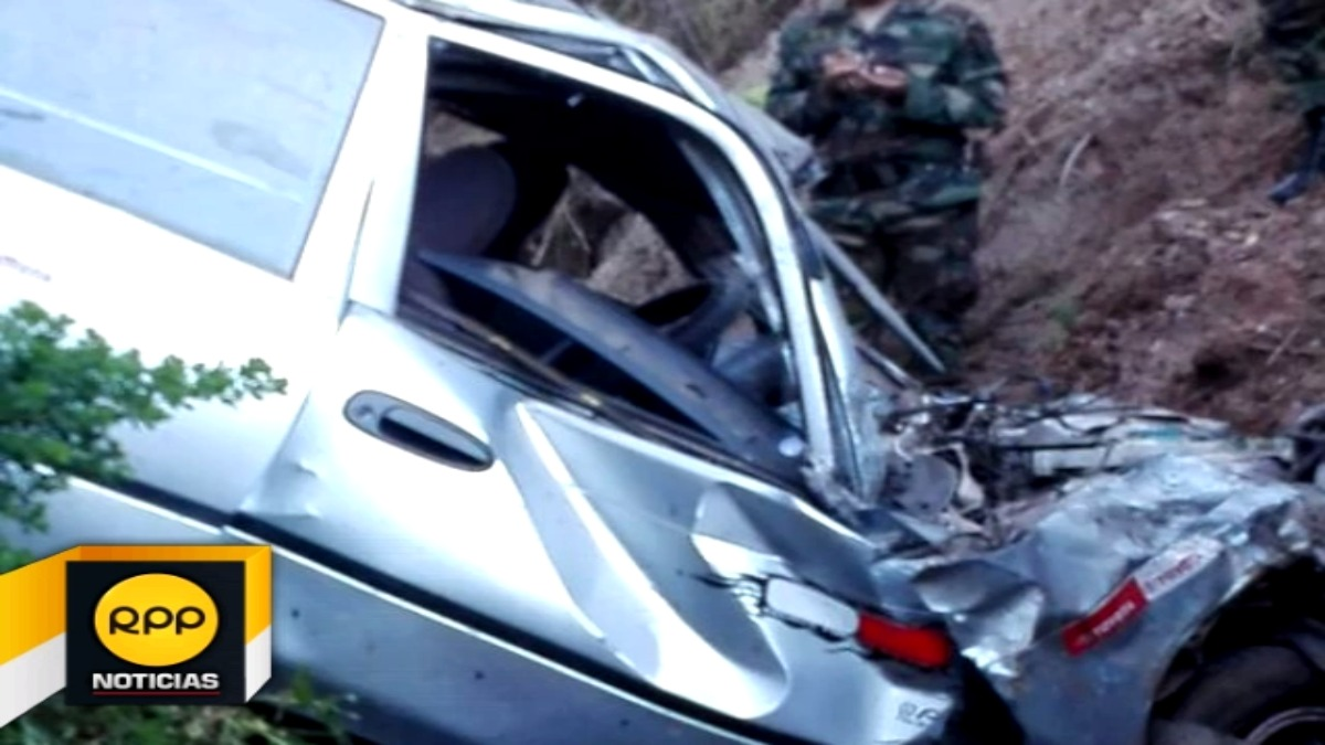 Utilizando su vehículo, asesino se lanzó a un abismo de ochenta metros de donde resultó herido.