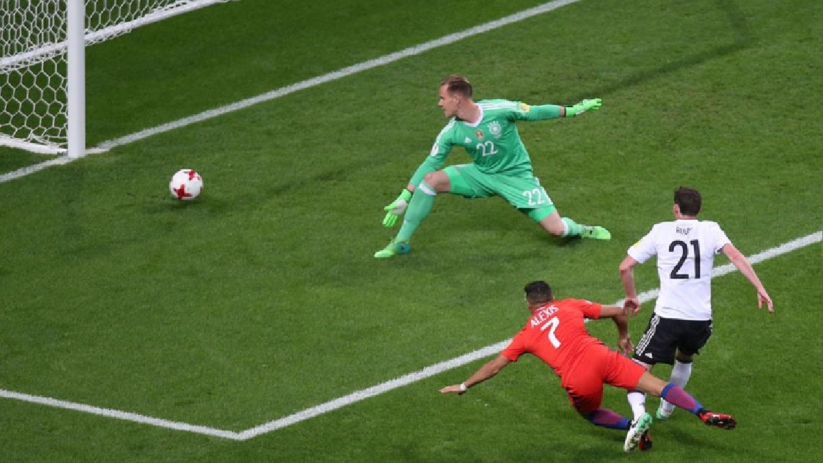Alexis Sánchez con 38 goles supera a Marcelo Salas (37) y ya es el máximo goleador (en solitario) de la selección chilena.
