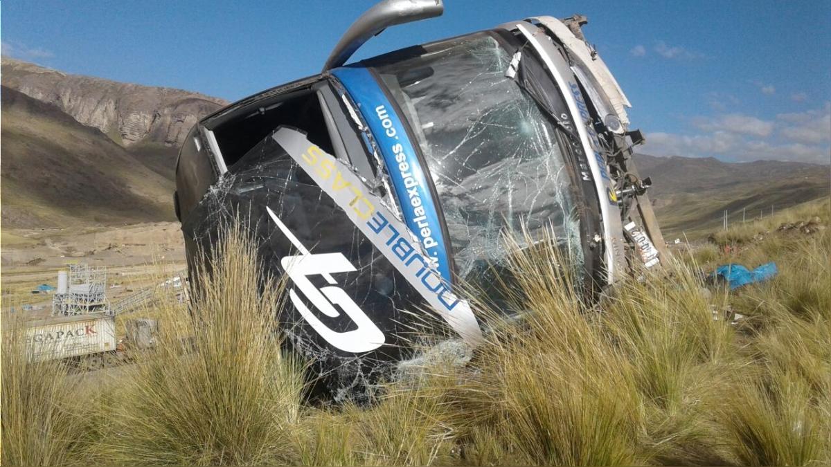 Al bus se le habrían vaciado los frenos, según indicaron los testigos del accidente.