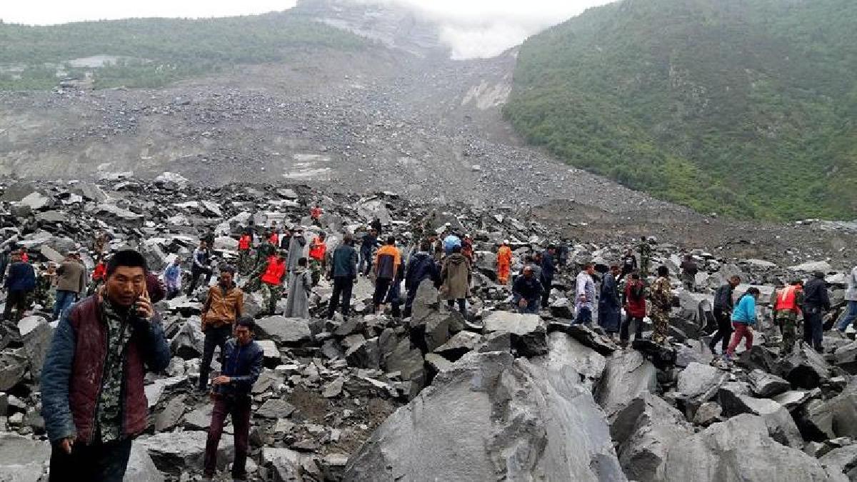 El gobierno provincial ha puesto en marcha el nivel más alto de respuesta de socorro en caso de desastre mientras que el presidente del país, Xi Jinping, ha ordenado que se pongan todos los esfuerzos en el rescate de los posibles supervivientes.