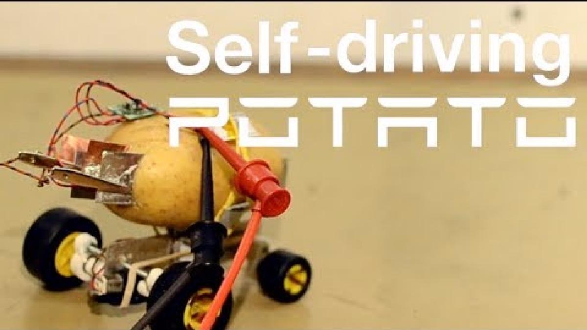 El robot puede moverse con la energía de la papa. El 'youtuber' publicó este video.