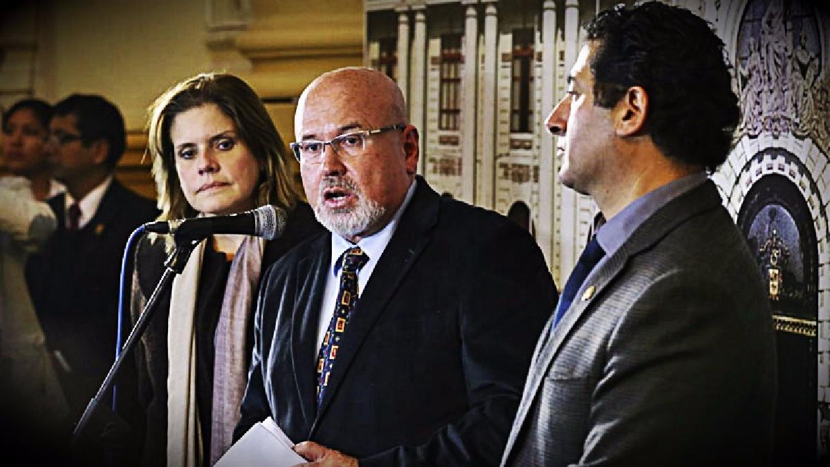 Según el vocero de la bancada oficialista, Carlos Bruce el contralor tendrá que responder ante la justicia por adelantar opinión.