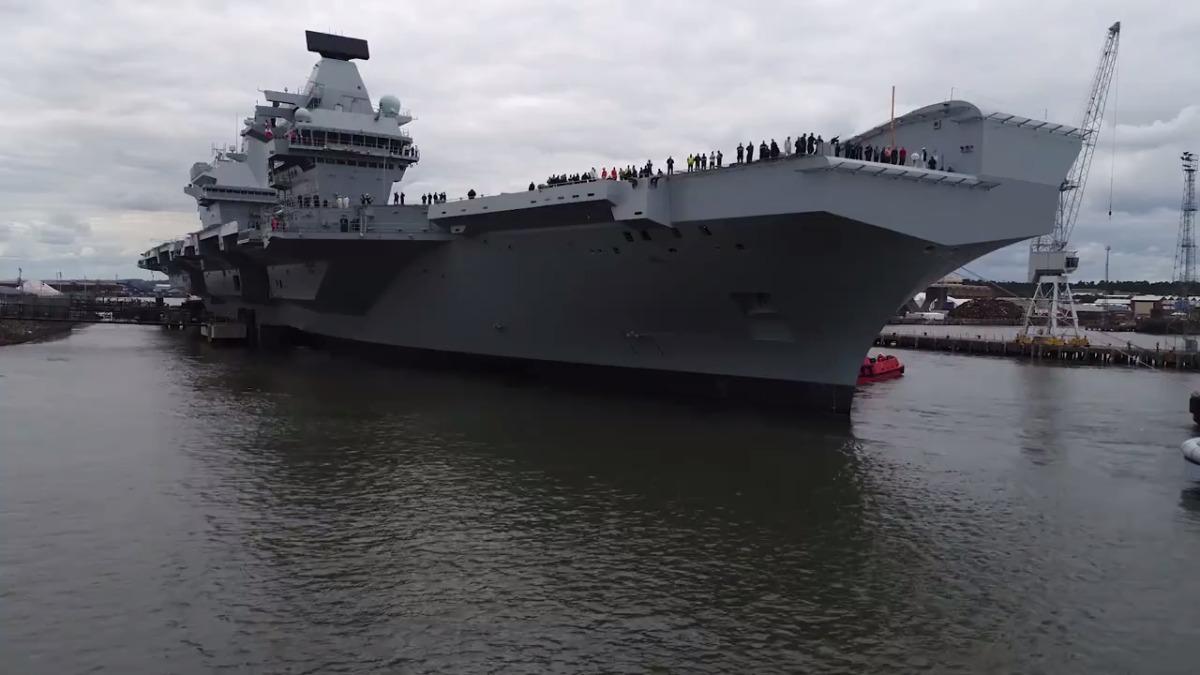 HMS Queen Elizabeth en su primer viaje de prueba.