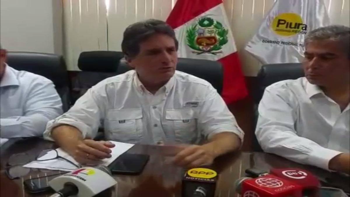 Pablo de La Flor y el gobernador regional Reynaldo Hilbck.