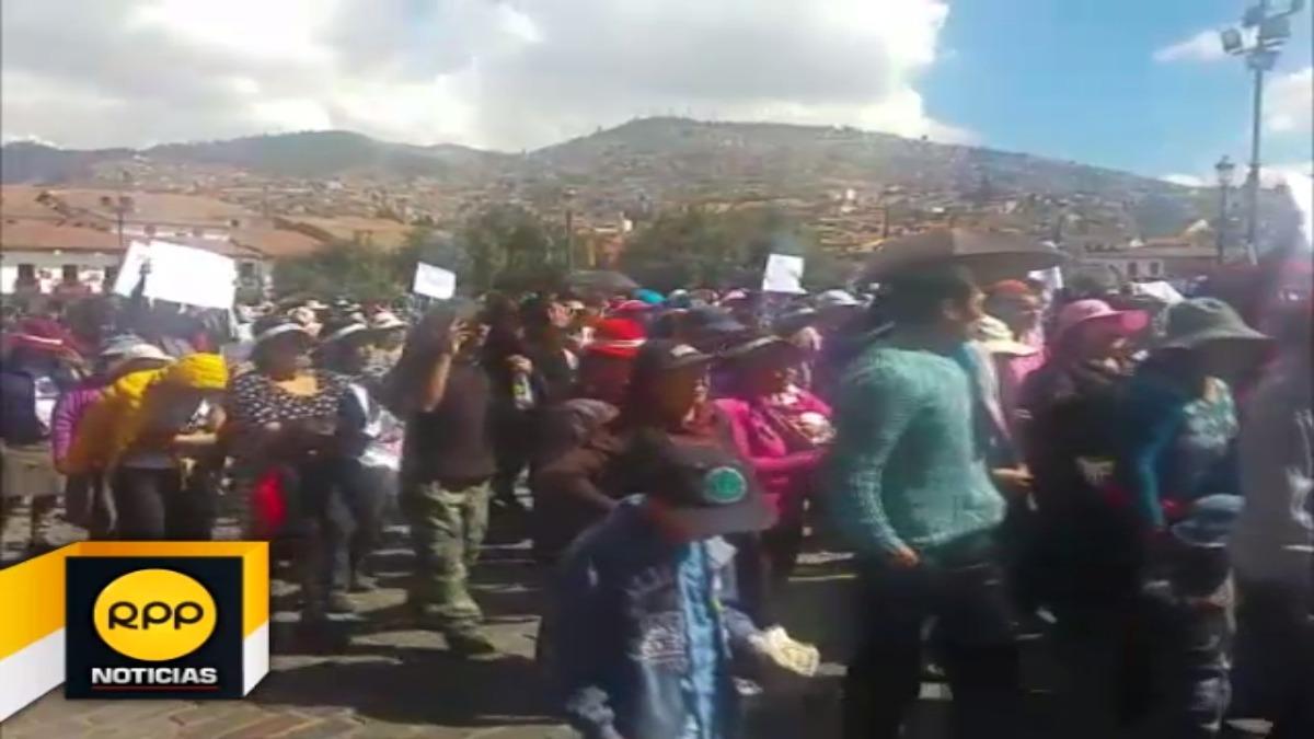 Padres de familia exigieron al Ministerio de Educación solucionar reclamos de docentes para evitar perjuicios a sus hijos.