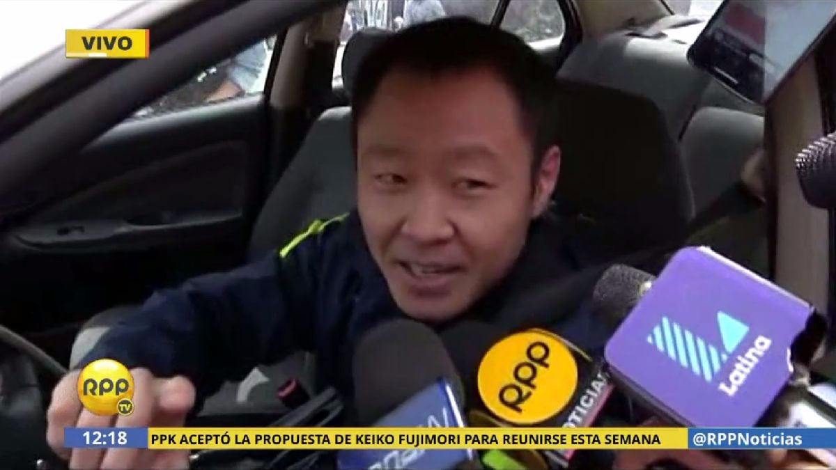 Kenji Fujimori asiste a la reunión con su bancada luego de que esta la abrió un proceso disciplinario.