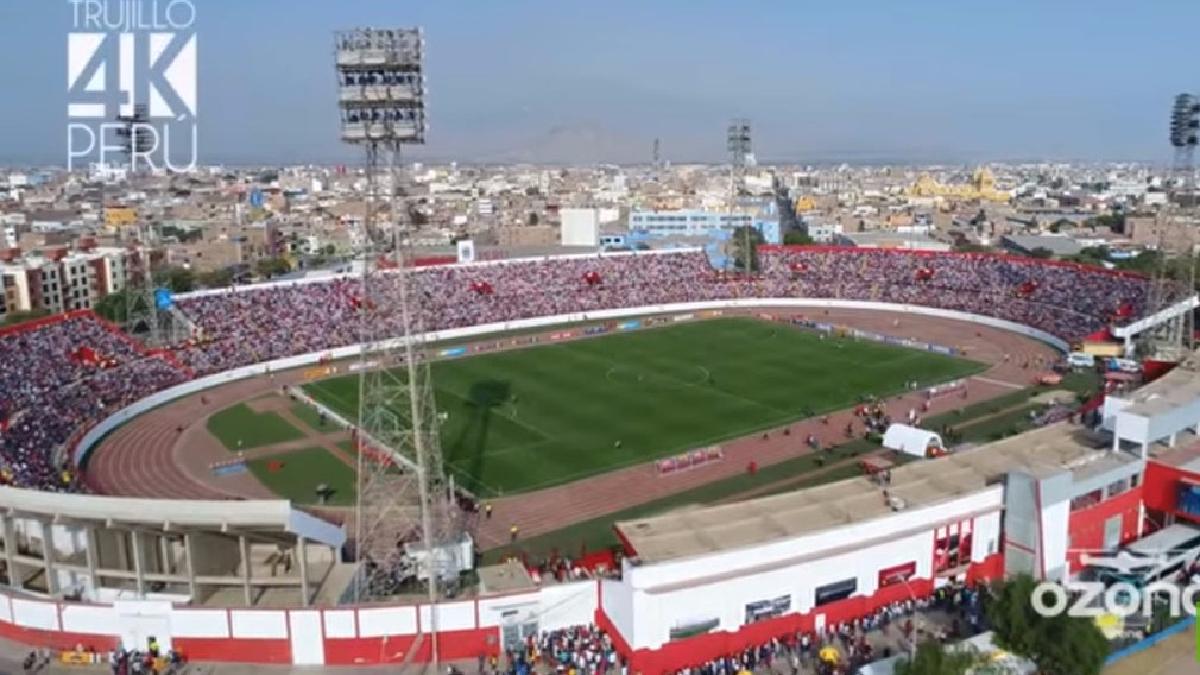 La Selección Peruana jugó en Trujillo y congregó a miles de personas.