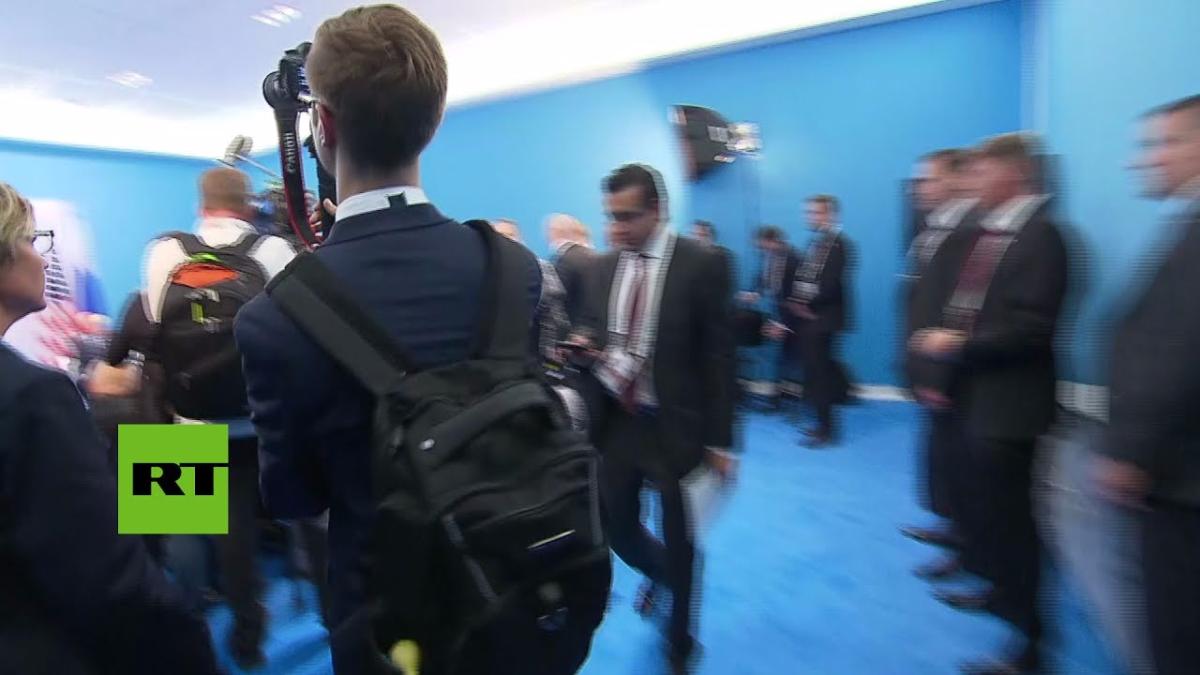 'Estampida de periodistas' para fotografiar a Putin y Trump