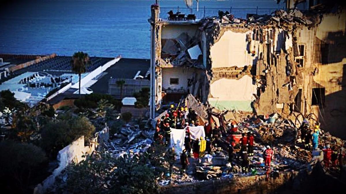 Los trabajos de rescate aún continúan en Torre Annunziata.