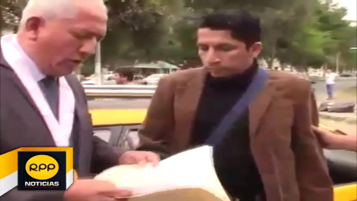 Con las manos en la coima fue capturado el funcionario de la UGEL Gran Chimú, Raúl Urtecho.