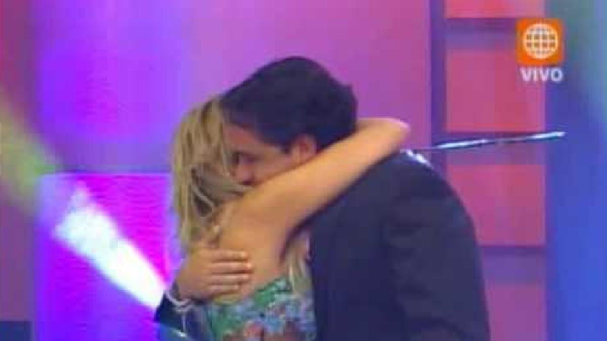 Gisela llora y despide a Roberto Martínez