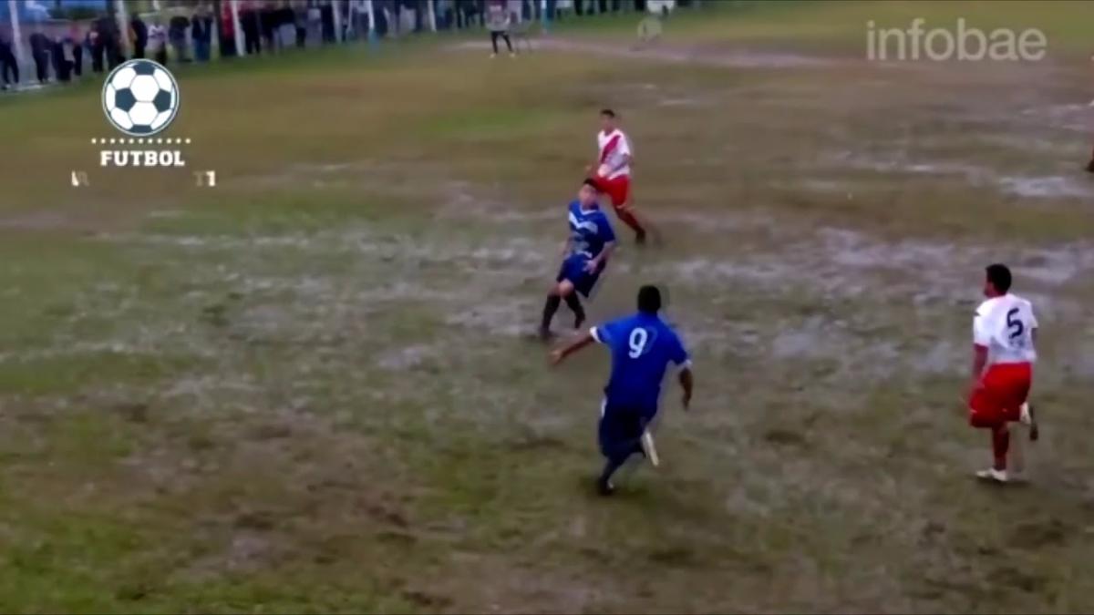 Un gol con taco de por medio tuvo lugar en una impresentable cancha de Uruguay.