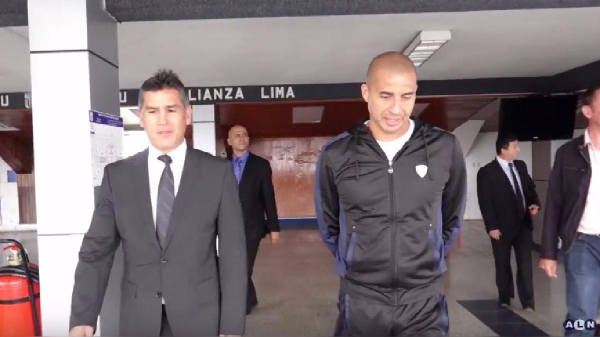 """David Trezeguet visitó el Estadio """"Alejandro Villanueva""""."""