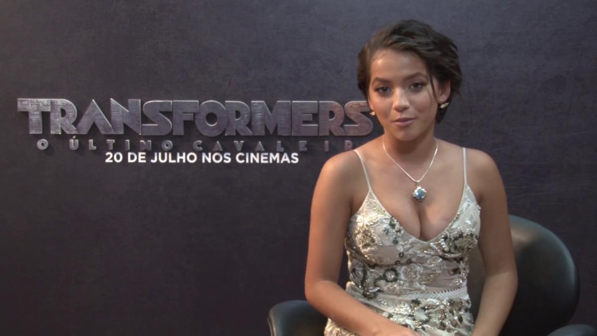 Isabela Moner saluda al Perú