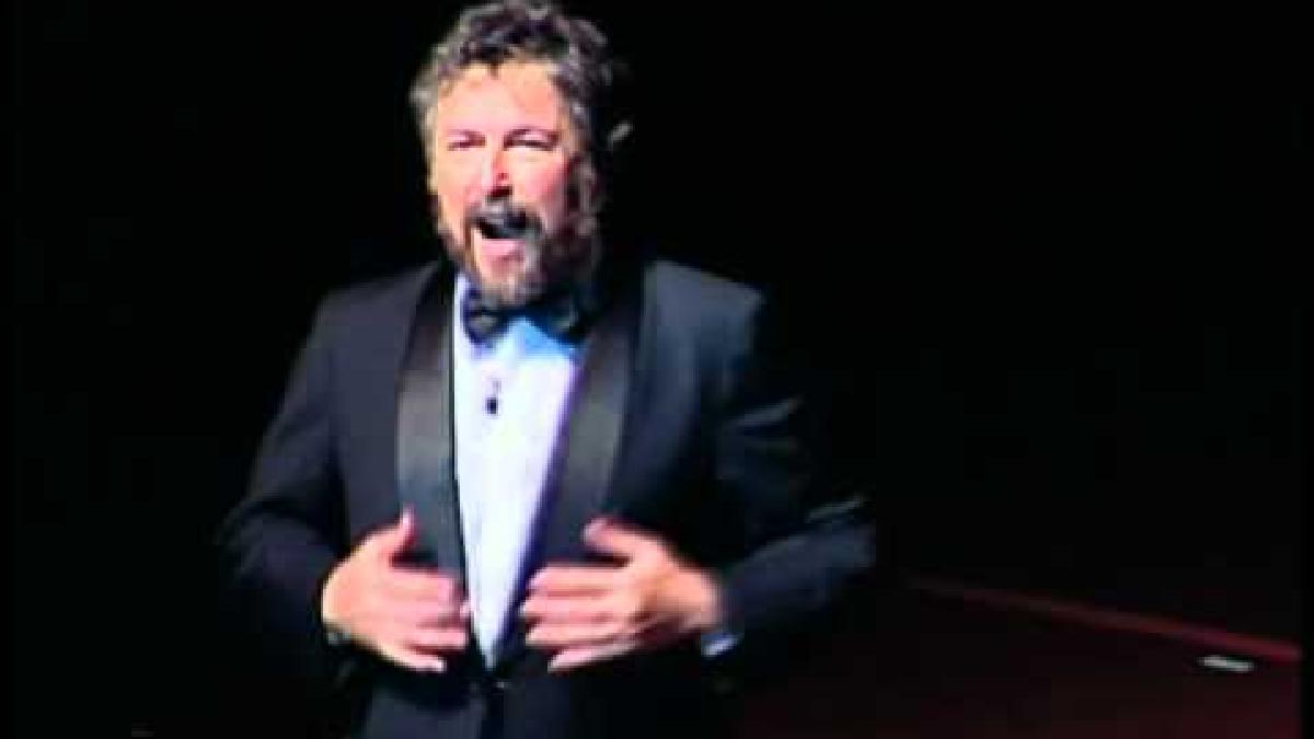 Carlos Núñez Cortés con su acto