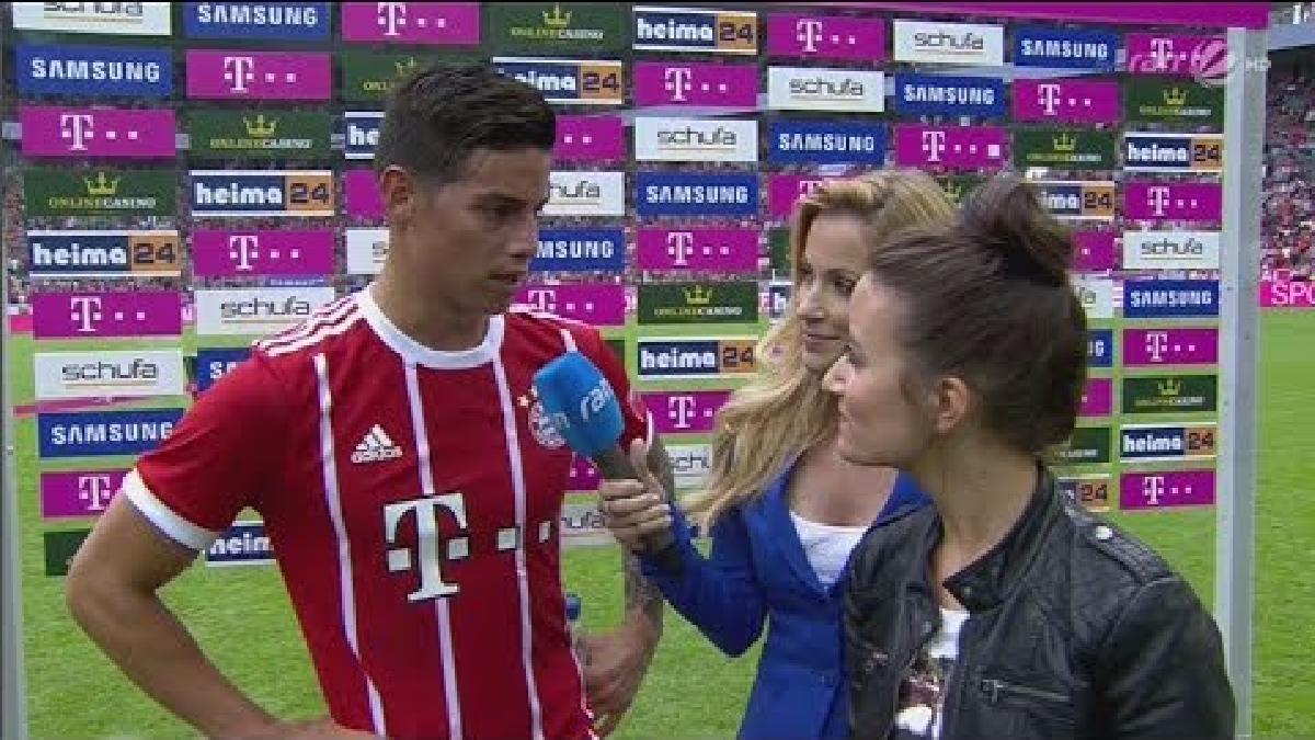James Rodríguez jugó algo recostado hacia la derecha, alternando la posición con Müller que jugó en la media punta.
