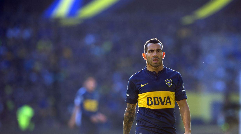 Carlos Tévez debutó en el fútbol profesional con Boca Juniors en 2001.