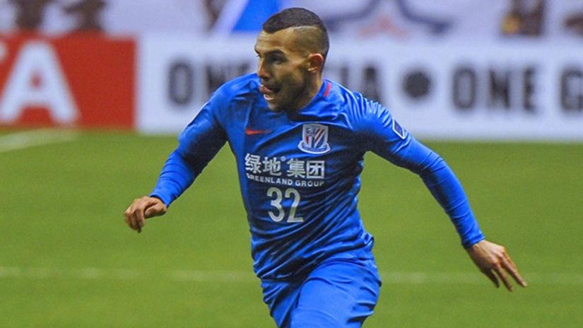 Carlos Tévez firmó contrato con Shanghái Shenhua por dos temporadas.