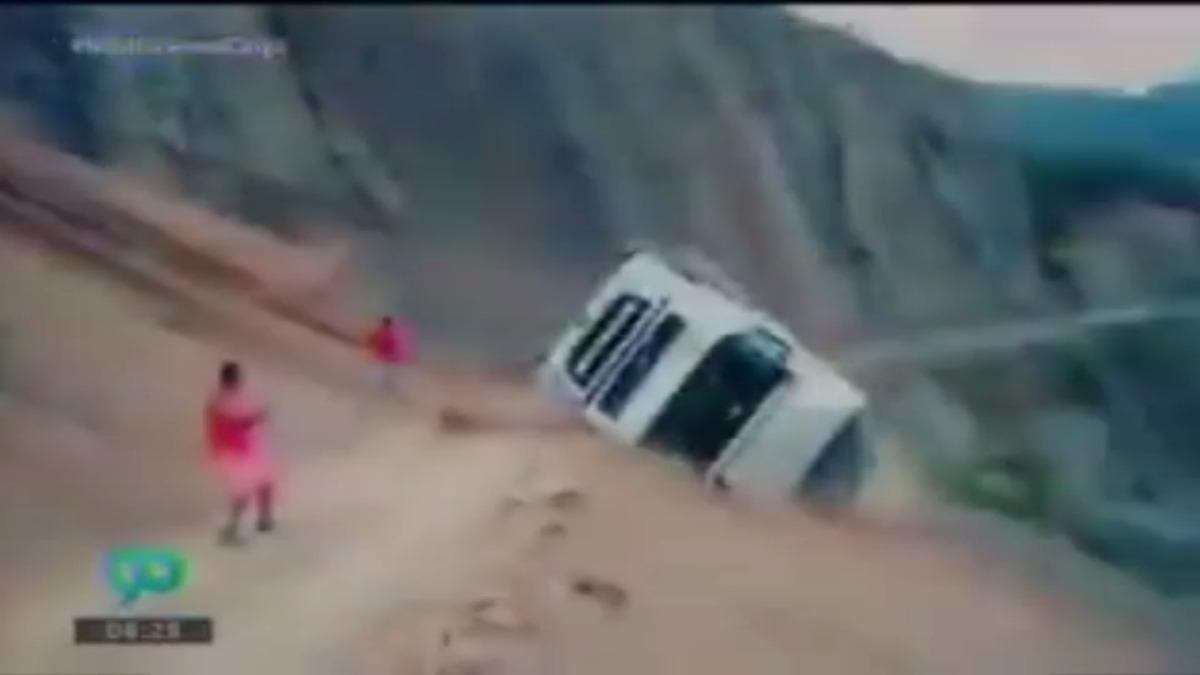 La móvil se cayó a un abismo de 30 metros.
