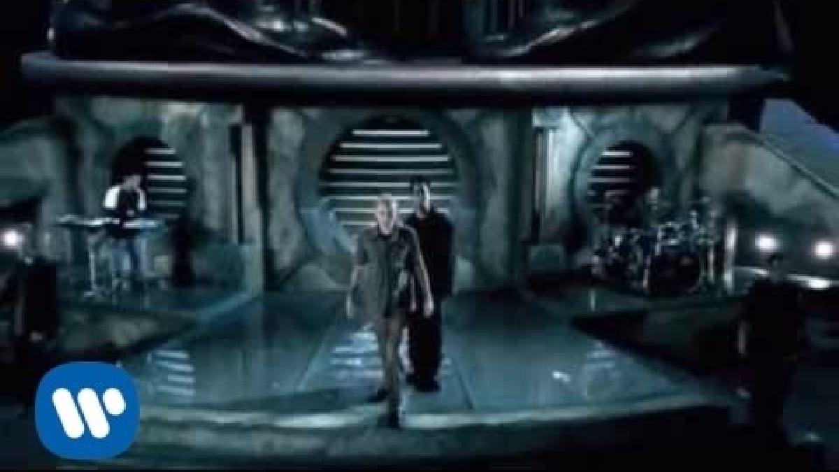 In the End es una de las canciones más populares de Linkin Park. La letra fue escrita por Chester Bennington.