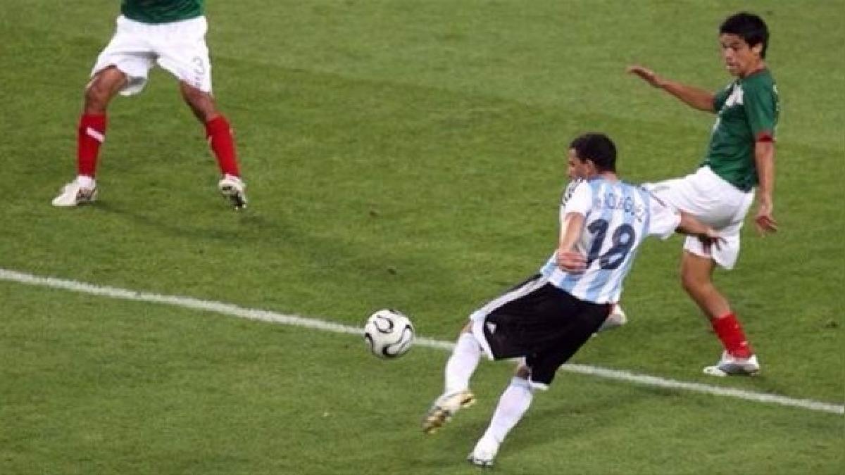 Maxi Rodríguez anotó uno de los mejores goles de los Mundiales.