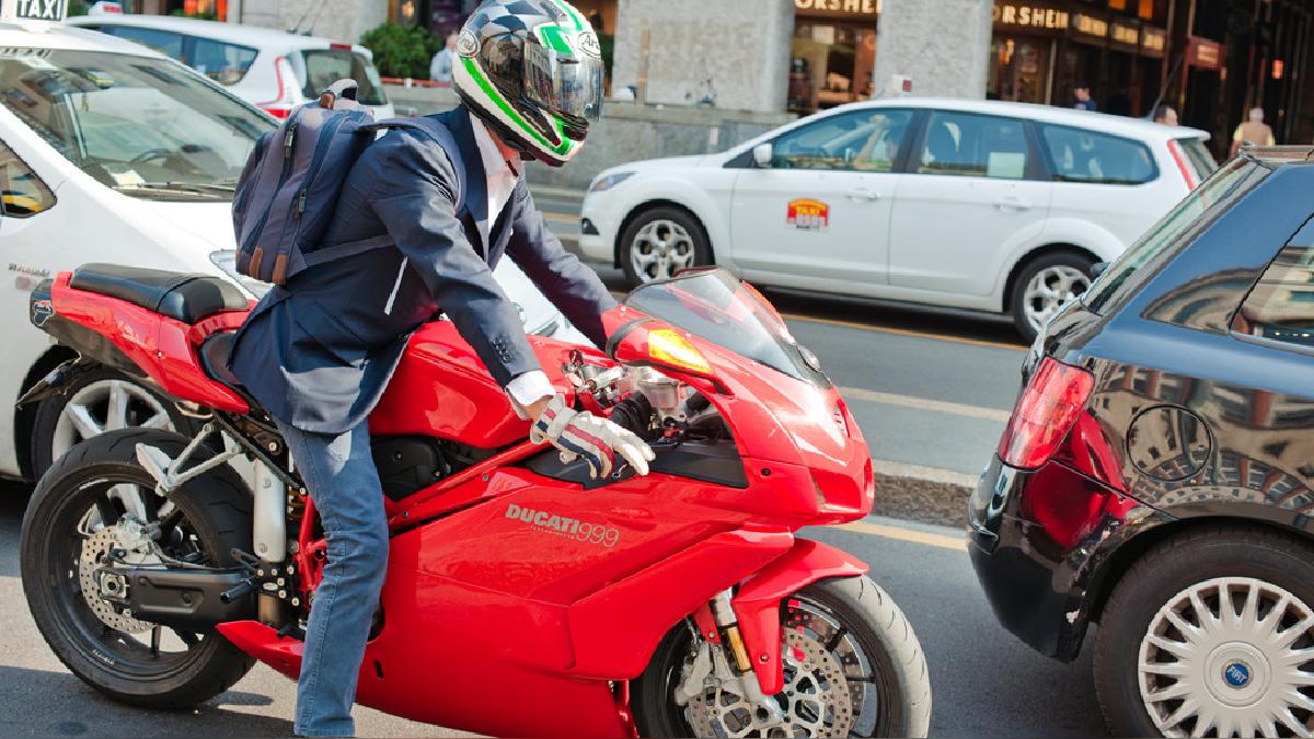 Viajando en moto se puede ahorrar hasta el 70 % en el tiempo de viaje.