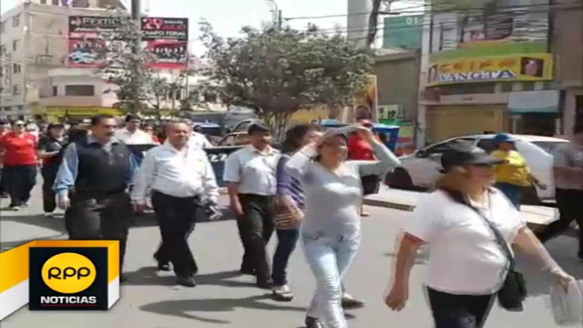 Maestros del Sutep protestan por segundo día de huelga