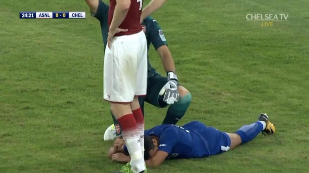 Revive la entrada del portero colombiano David Ospina contra Pedro Rodríguez.