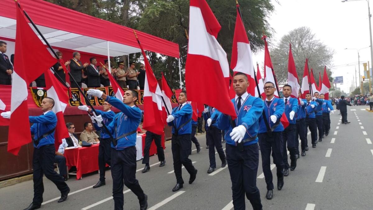 Desfile escolar en Lambayeque por Fiestas Patrias.
