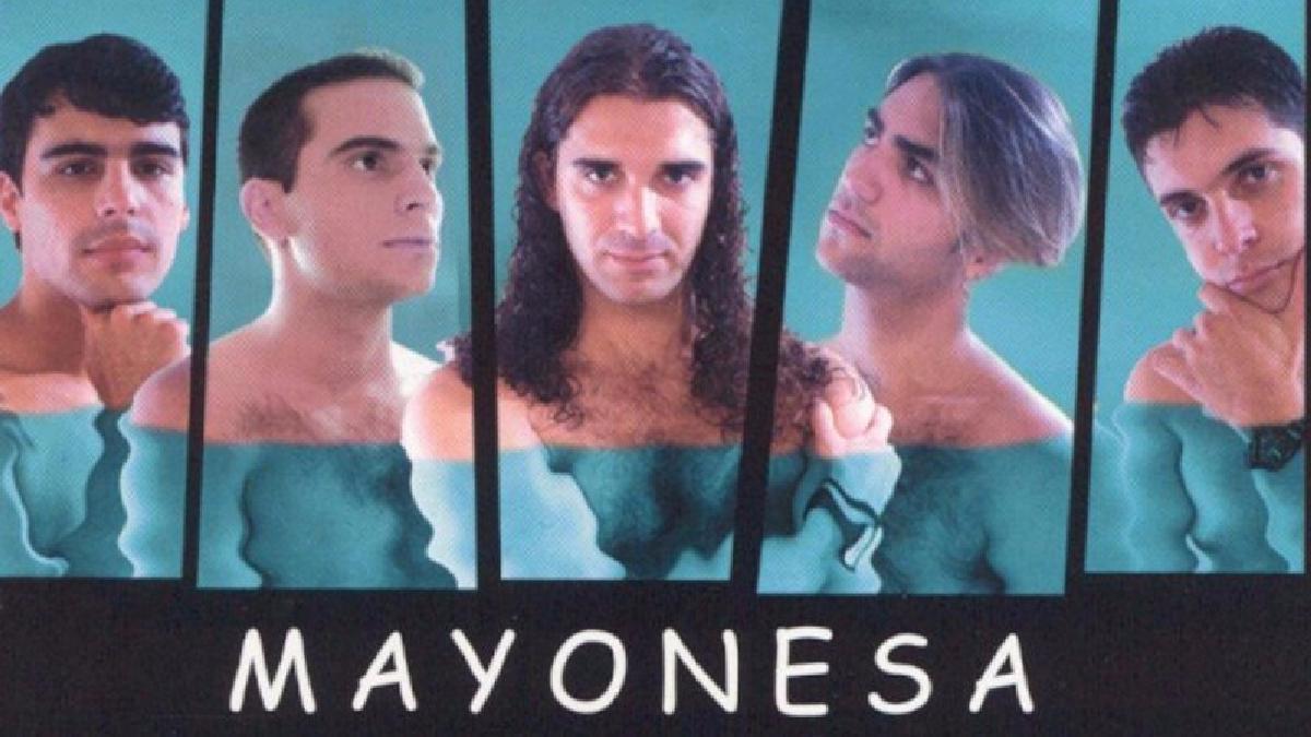 Chocolate fue una banda de música tropical de estilo plena de Uruguay. Fue fundada por Juan Carlos Cáceres a mediados de los años 1990 y alcanzó un gran éxito entre 2000 y 2003 en casi toda América.