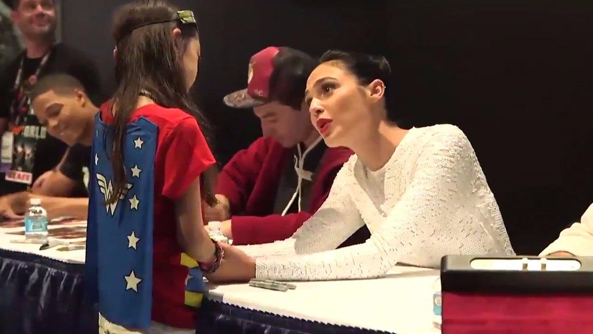 La niña llegó a Comic Con con un traje inspirado en Wonder Woman