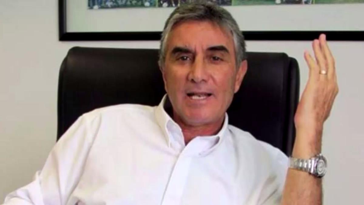 Juan Carlos Oblitas está preocupado por las condiciones que tendrá el campo para el Perú vs. Bolivia.