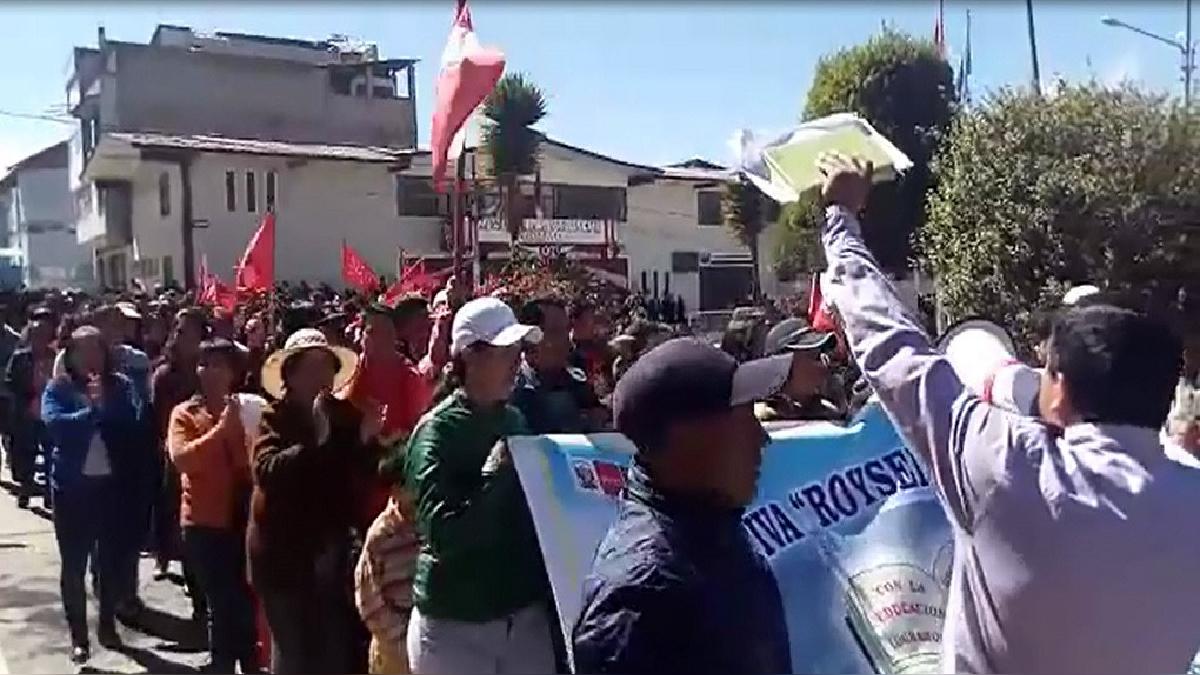 Los asistentes a la Plaza de Armas de Cutervo se quedaron con las ganas de ver el tradicional desfile patrio