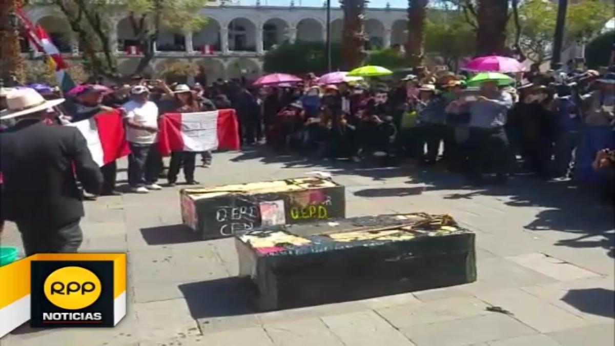 Docentes de Arequipa continúan con medidas de protesta