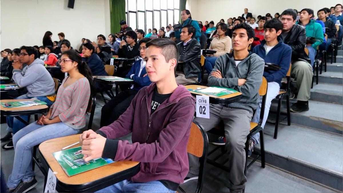 Francisco Rivera Scaramutti, Director de la Oficina Central de Admisión e Informes de la PUCP, explicó el concepto del examen único y su utilidad.