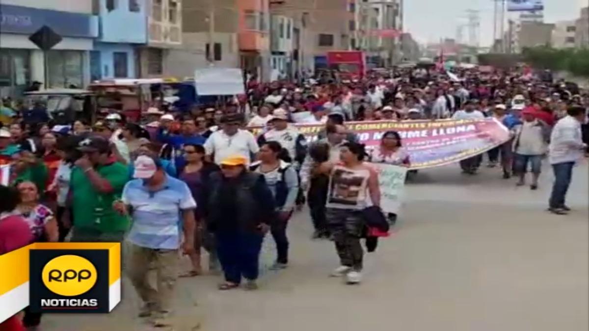 Los comerciantes se movilizaron por las calles de José Leonardo Ortiz.