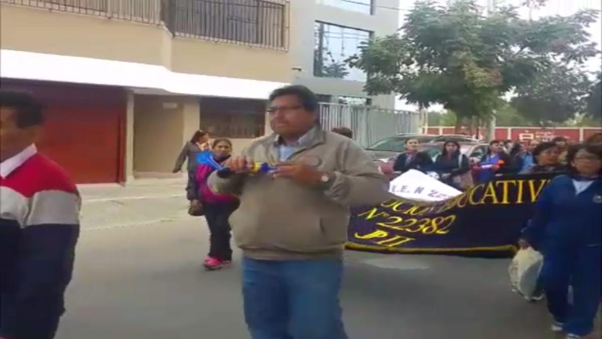 Profesores de Ica se movilizaron por las principales calles.