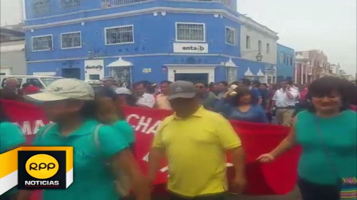 Los manifestantes se reunieron en una céntrica plaza de la ciudad de donde iniciaron una movilización.