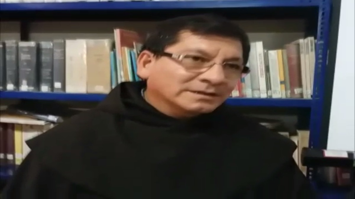 Párroco Grover Cáceres.