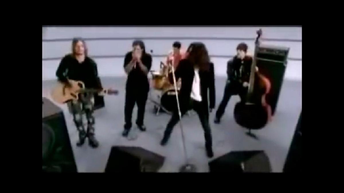 La banda Jaguares versionó esta canción que el divo de Juarez escribió a su madre y, a su estilo, hizo que sea cantada por nuevas generaciones.